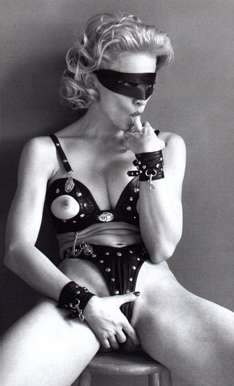Madonna_naked_01