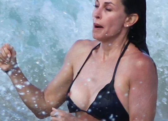 courteney-cox-topless