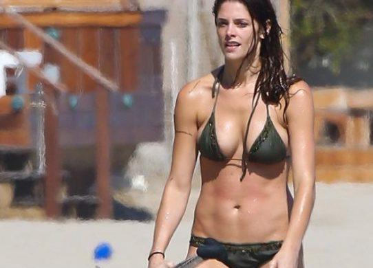 Kristen Stewart Bikini (3)